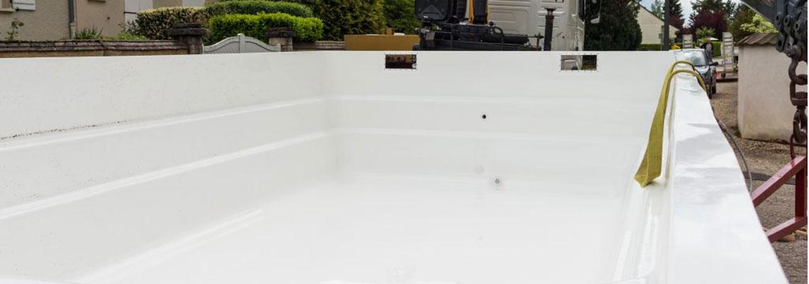 piscine avec coque polyester